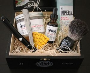 the-frontiersman-straight-razor-shaving-kit