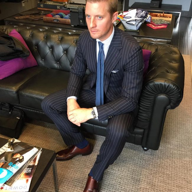 10 High-Class Black Suit and Blue Tie Style