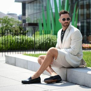 10 Linen Suit With Classic Loafers