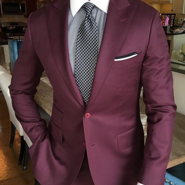 10 Suit and a Patterned Neck Tie