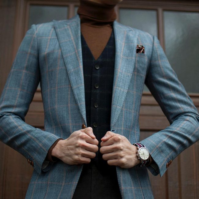 17 Fitted plaid blue wool-linen suit