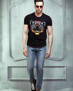 18 Black Lion