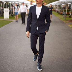 18 Winning Boss Suit with T-shirt and Sneakers