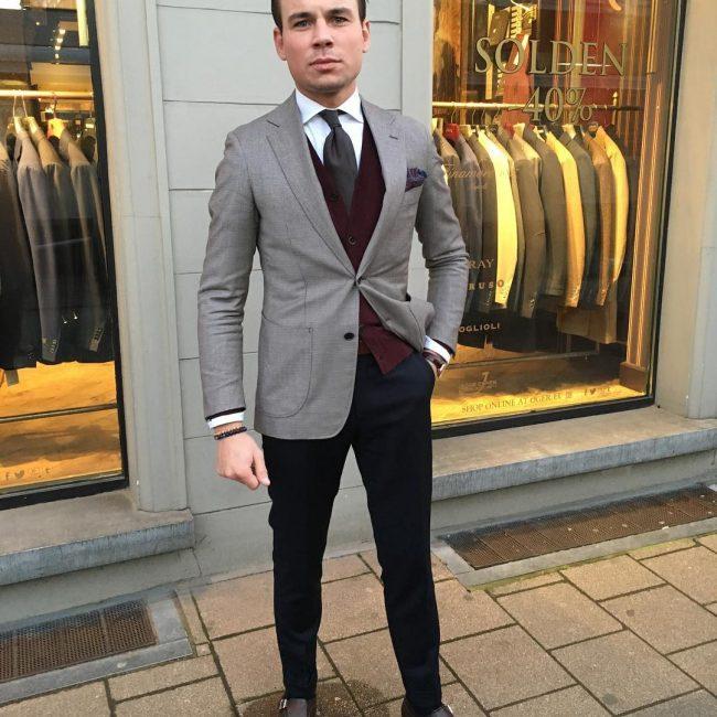 20 A Cardigan Vest & Clashed Suit