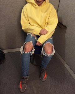 24 Ripped Denim Jeans With Oversized Hoodie