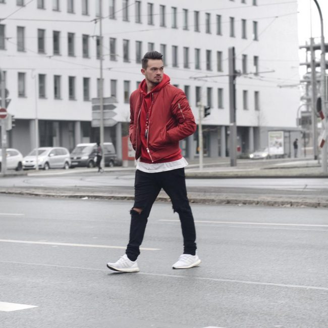 25 Stunning Ways to Wear The Red Hoodie