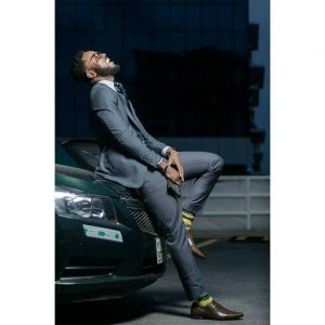 25 Flashy Gray Suit & Brown Whole Cut Oxford Shoes