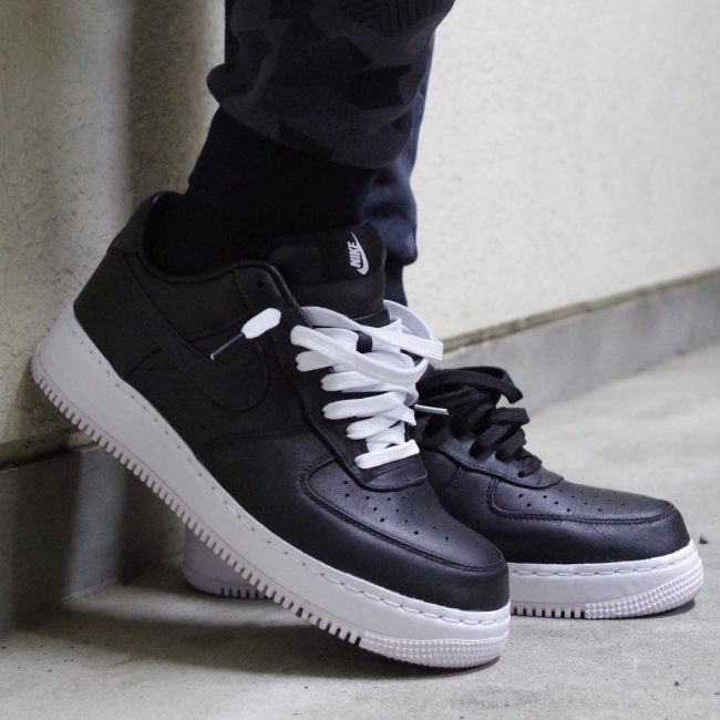 25 The Black and White Trainer