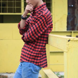 26 Flannel in Black and Red Check