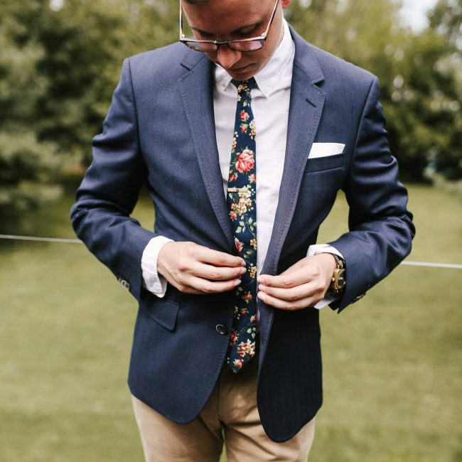 3 A Flowered Tie & Clashed Suit