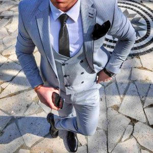 32 Light Gray Fitted 3-Piece Linen Suit