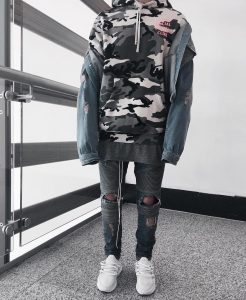 34 Cool Camouflage Hoodie With Ripped Jeans