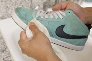 How-To-Clean-Suede-4