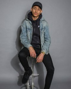 45 Cool All Black Style With Blue Jeans Coat