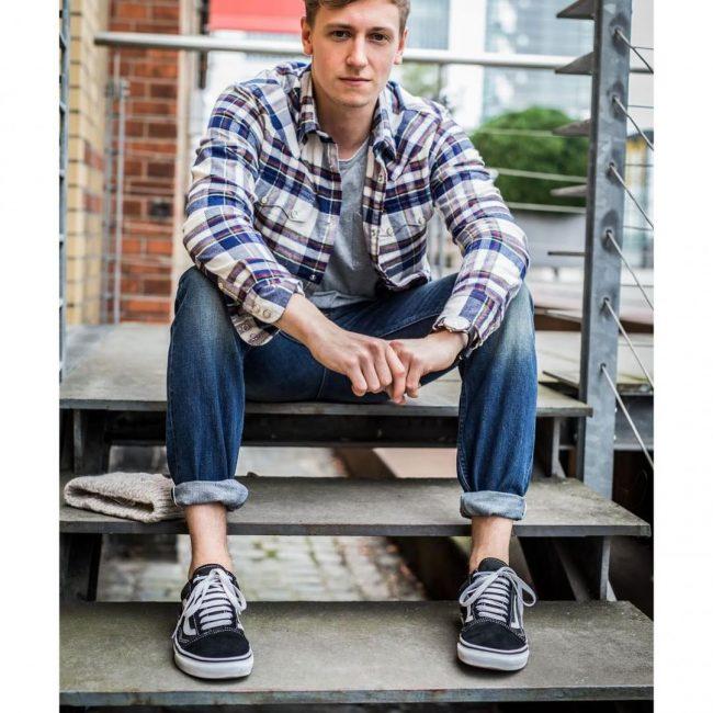 9 Regular Fit Washed-Blue Jeans Pants