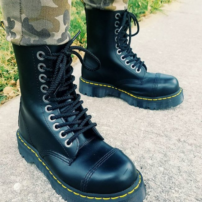 18 Rounded Toe Black Laced Up Boots