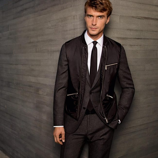 21 Fitted Gray-Brown Suit