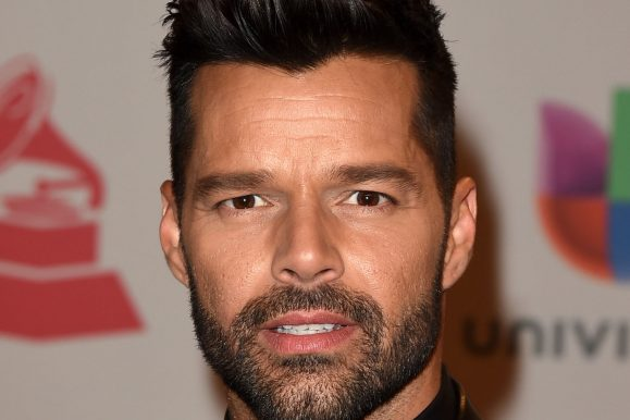 30 Awesome Ricky Martin Haircut Ideas – Keeping it Chic and Trendy