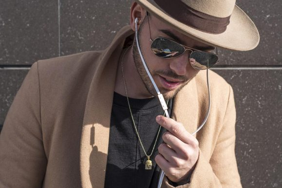 25 Ways to Style Gold Chain for Men – Your Individual Spin on a Look