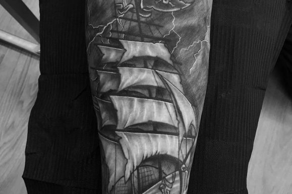 85 Striking Pirate Ship Tattoo Designs – Bonding with Masters of the Seas